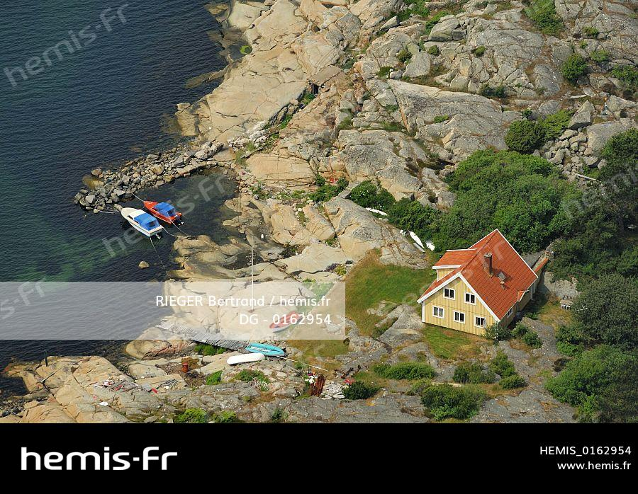 Hemis Stock Photo Agency Specialized Travel Tourism Nature And Environment Sweden County Vastra Gotaland Goteborg Archipelago Small Harbour Isolated House On Gaveskar