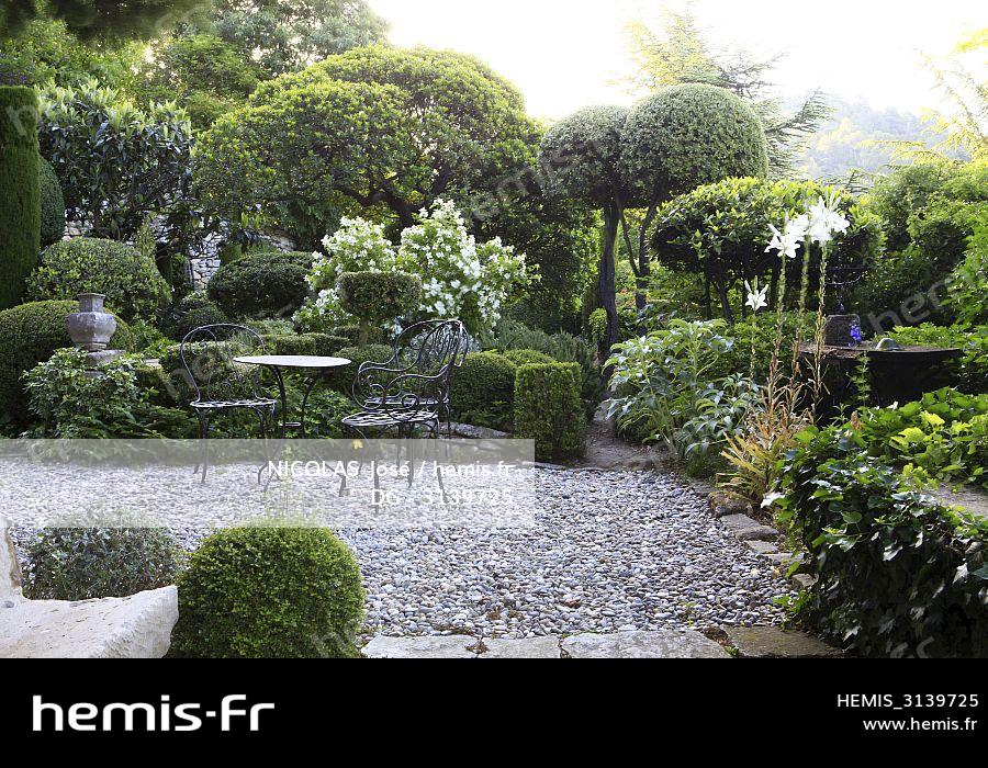 Hemis : France vaucluse bonnieux luberon jardin louve ...