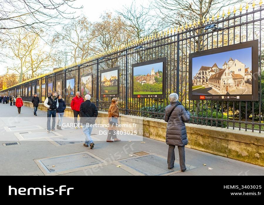Hemis France Paris Exposition Grilles Jardin Luxembourg Senat