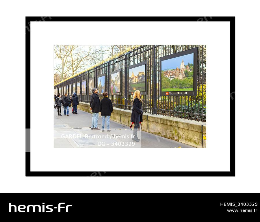 Hemis Exposition Anvpah Sur Les Grilles Du Senat Jardin Du
